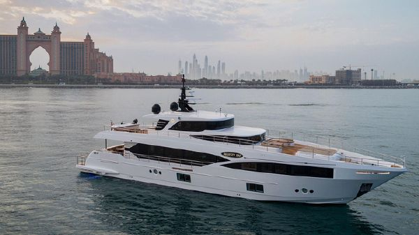 Majesty Yachts 100 ft