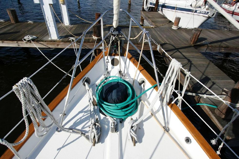 1991 Pacific Seacraft Crealock 34 - Fore Deck