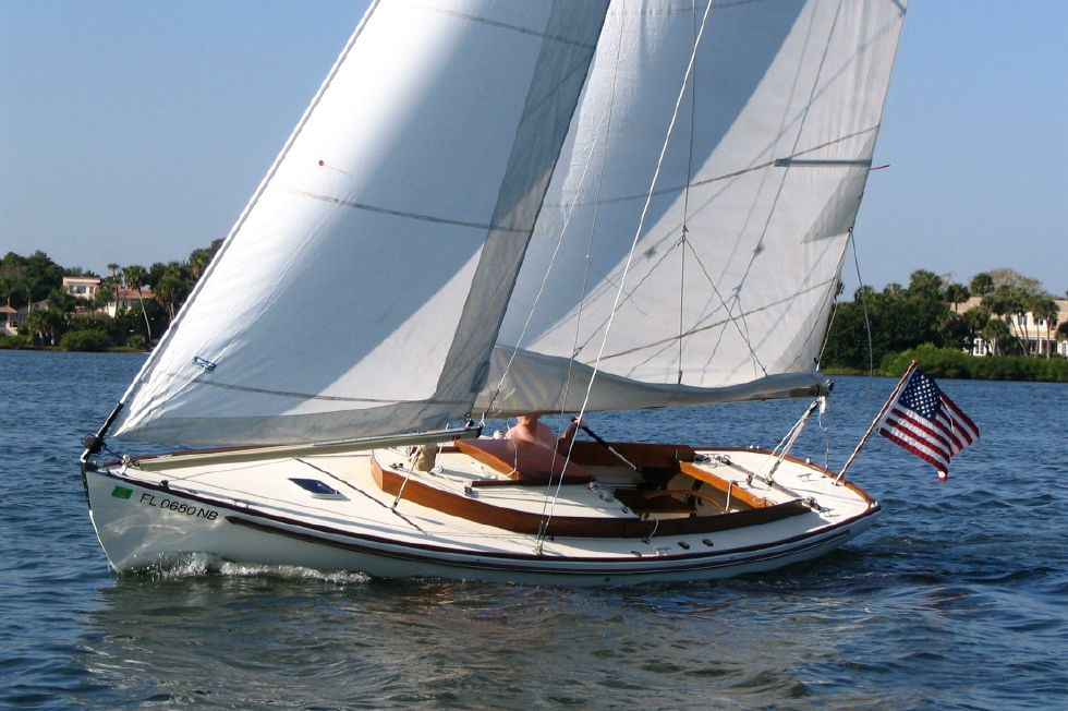 2003 Herreshoff Alerion 26 - NIMBLE under sail