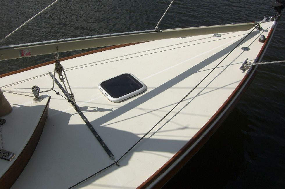 2003 Herreshoff Alerion 26 - Foredeck and self tacking jib