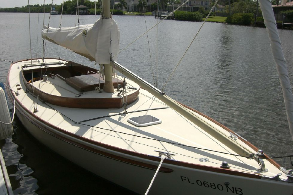 2003 Herreshoff Alerion 26 - At the dock