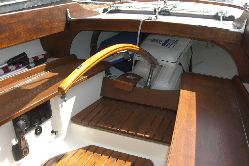 2003 Herreshoff Alerion 26 - Tiller and aft storage