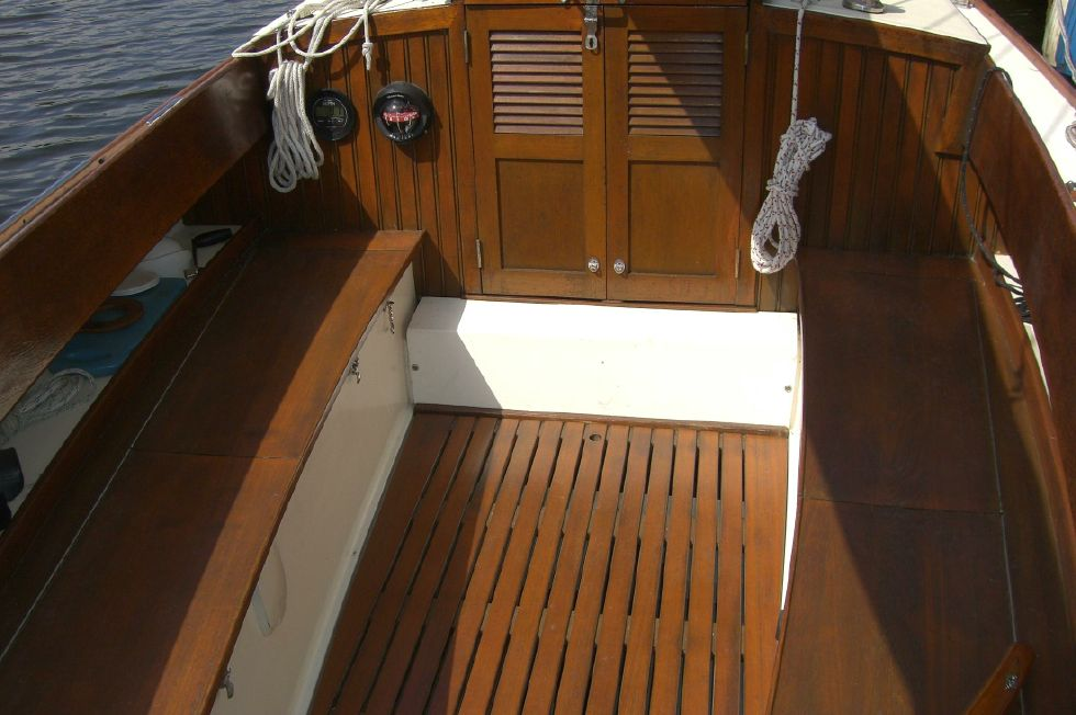 2003 Herreshoff Alerion 26 - Beautiful cockpit