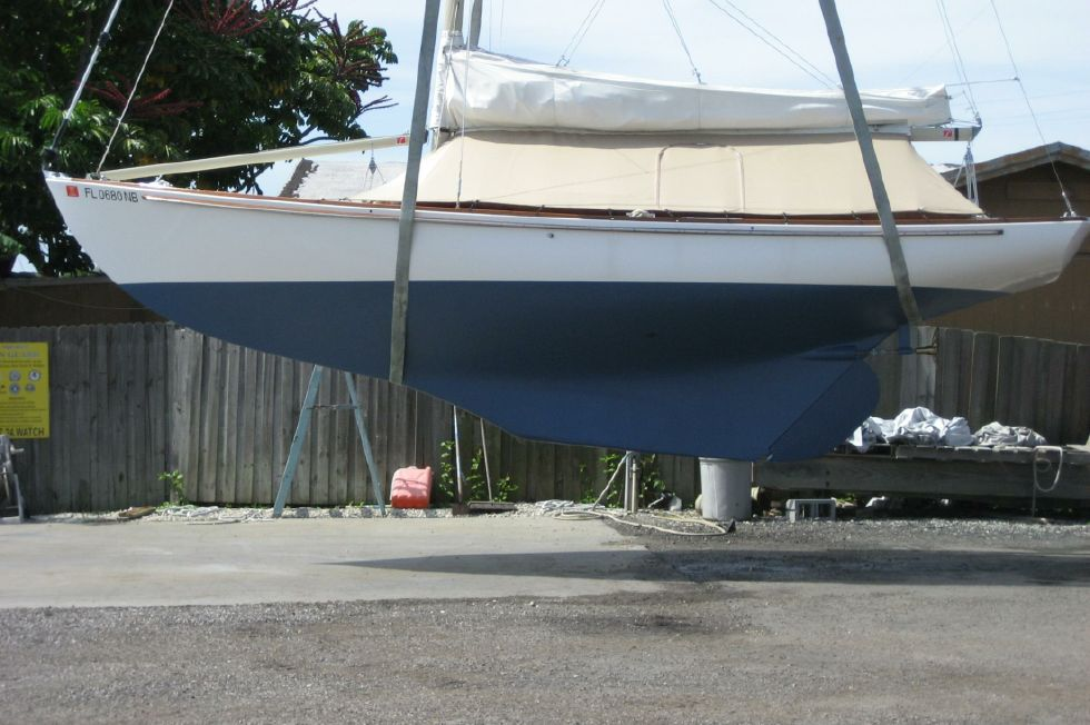 2003 Herreshoff Alerion 26 - Hull and keel profile