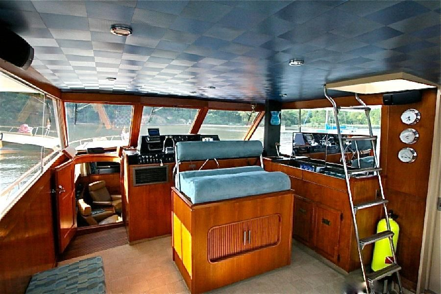 1977 Pacemaker FB Motor Yacht