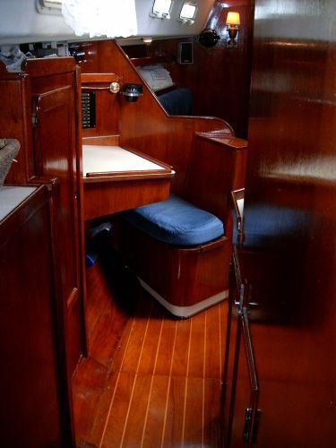 1984 Morgan Nelson/Marek 43 - Looking forward from aft stateroom