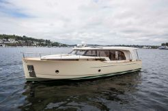 2017 Greenline 40 Hybrid Diesel/Electric Yacht