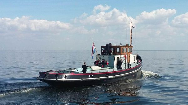 Tug- sleepboot, houseboat Former marine
