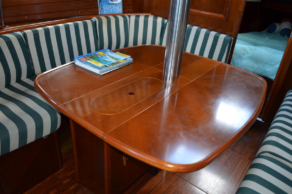 Beneteau 36 CC Dining Table