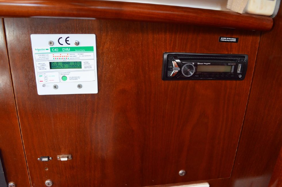 Beneteau 36 CC Voltage Monitor/Stereo