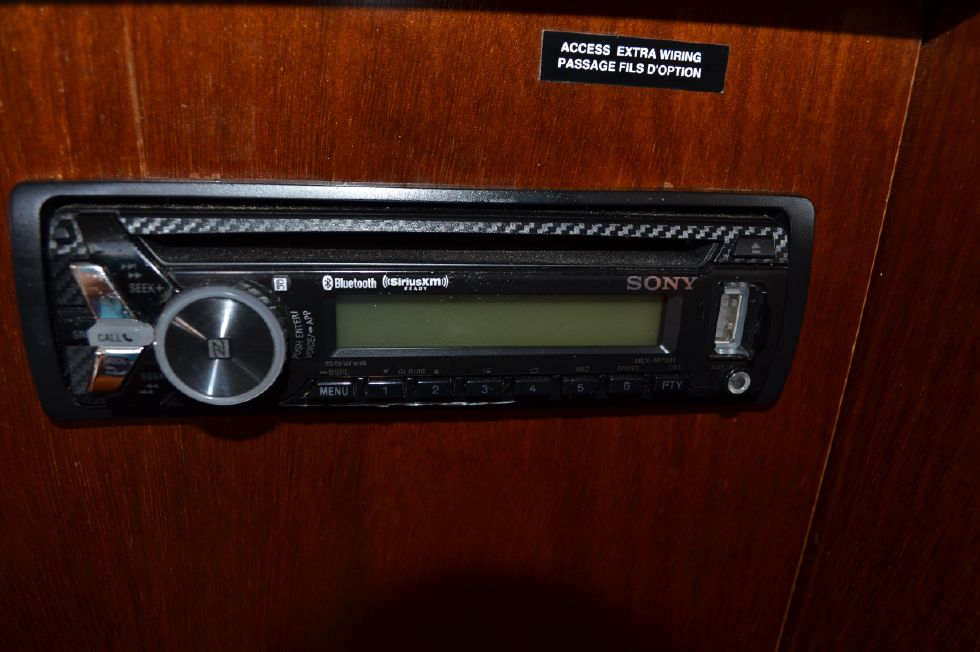 Beneteau 36 CC SONY AM/FM Stereo/CD Player