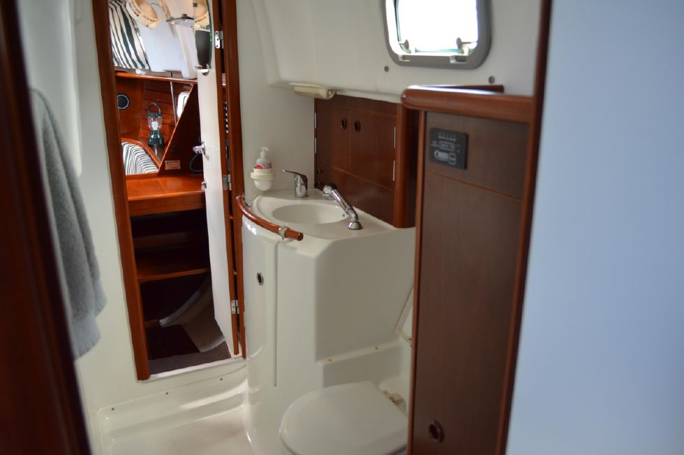 Beneteau 36 CC Head View from Master