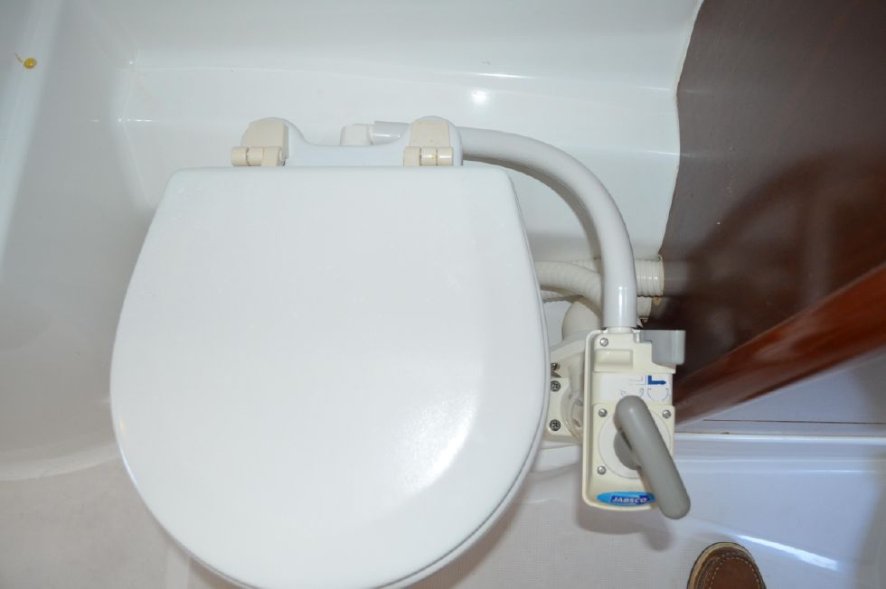 Beneteau 36 CC Jabsco Manual Pump Toilet