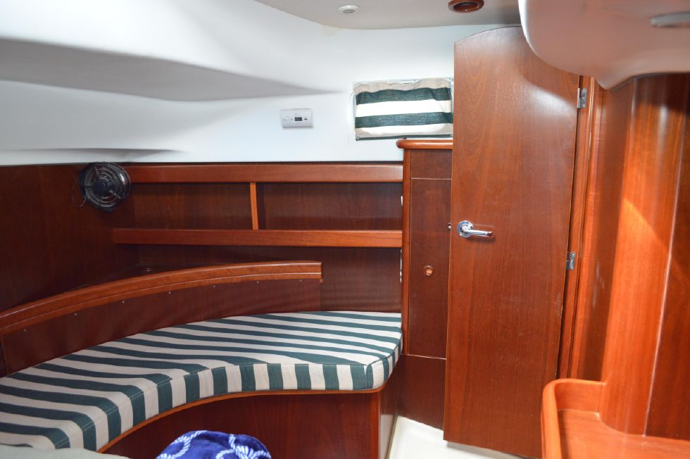 Beneteau 36 CC Master Port Side