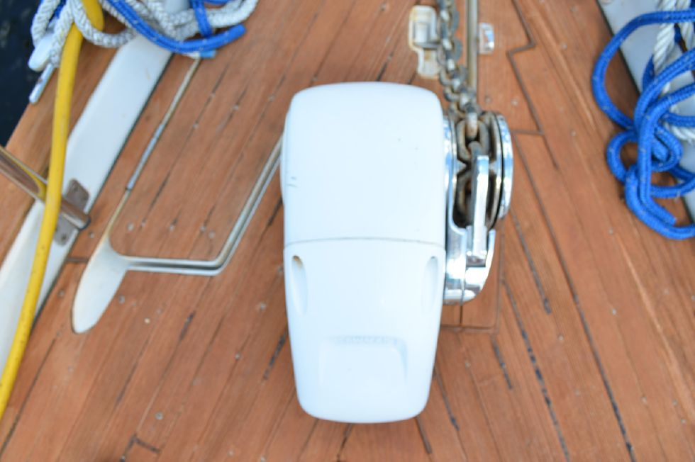 Beneteau 36 CC Electric Anchor Windlass