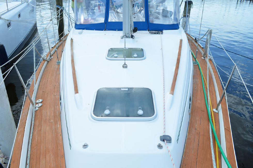 Beneteau 36 CC Bow View