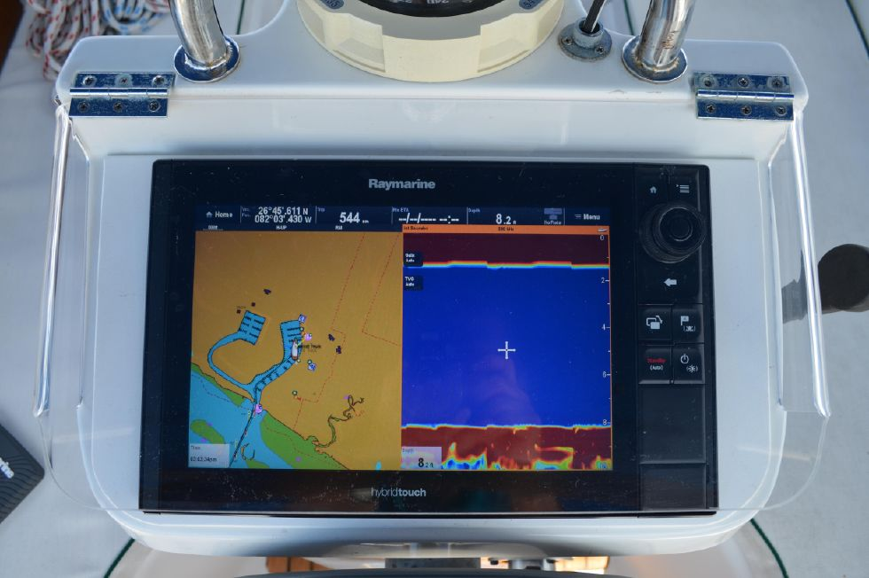 Beneteau 36 CC Raymarine Hybridtouch Multifunctional Display