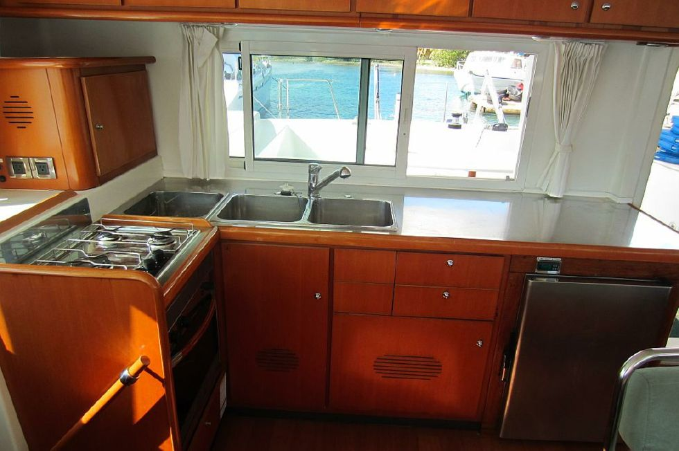 2005 Lagoon 440 - Lagoon 440 galley