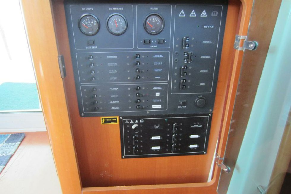 2005 Lagoon 440 - Lagoon 440 breaker panel