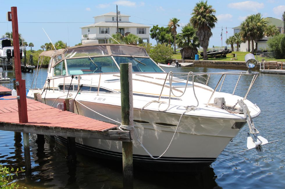 1985 Sea Ray 390 - 1985 Sea Ray 390 Express Cruiser Front Starboard View