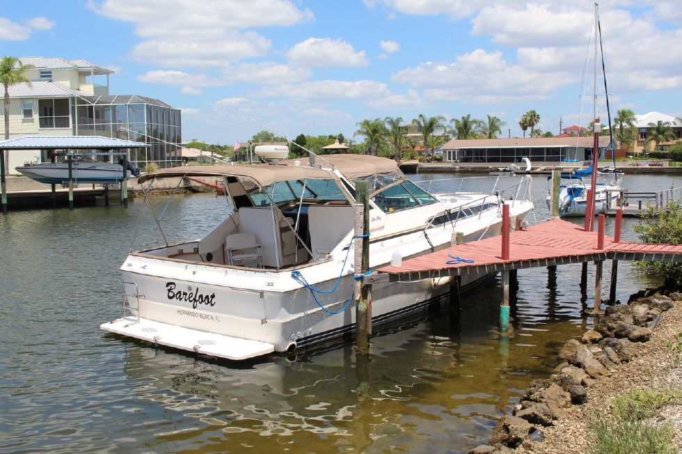1985 Sea Ray 390 - 1985 Sea Ray 390 Express Cruiser Aft Starboard View