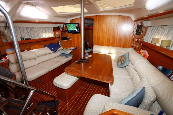 2002 Hunter 456 - Salon and Sette 2