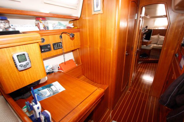 2002 Hunter 456 - Nav Station