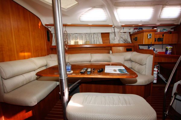 2002 Hunter 456 - Salon