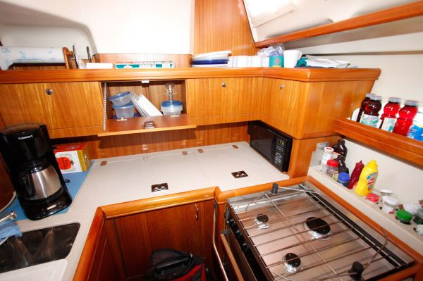 2002 Hunter 456 - Galley