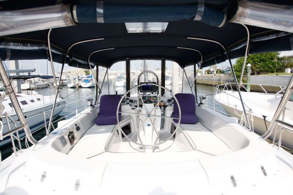 2002 Hunter 456 - Helm Station