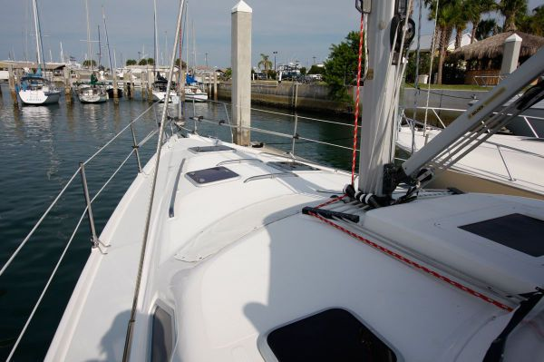 2002 Hunter 456 - Foreward Deck