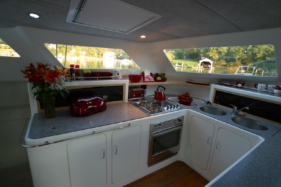 2005 Voyage Yachts 500 Owner's Version - Galley