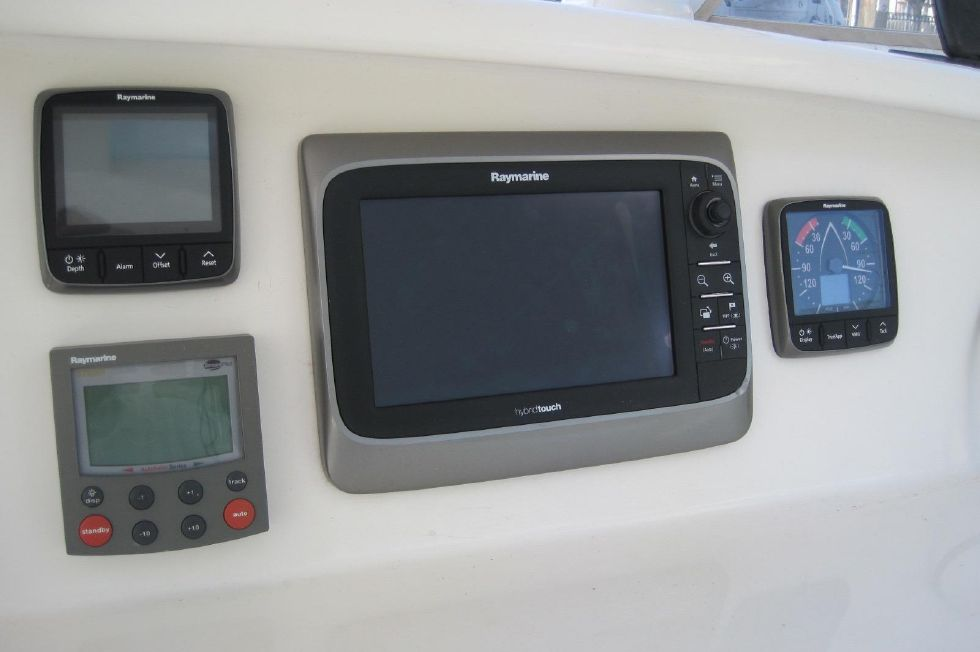 2005 Voyage Yachts 500 Owner's Version - new helm electronics