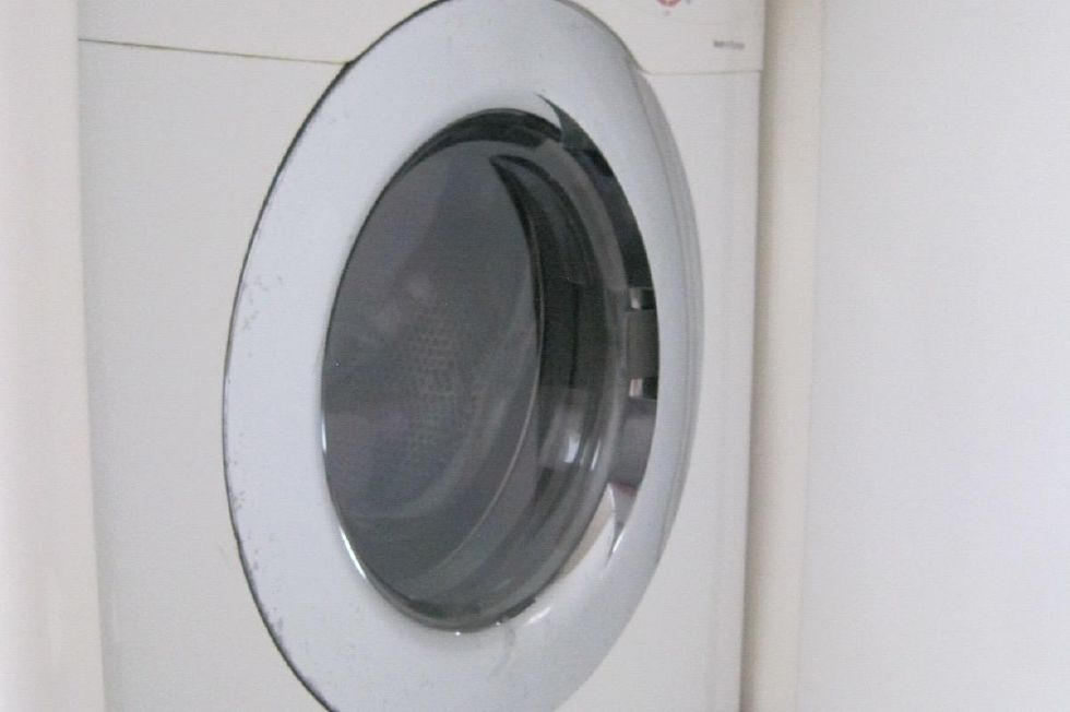 2005 Voyage Yachts 500 Owner's Version - washer dryer in master head
