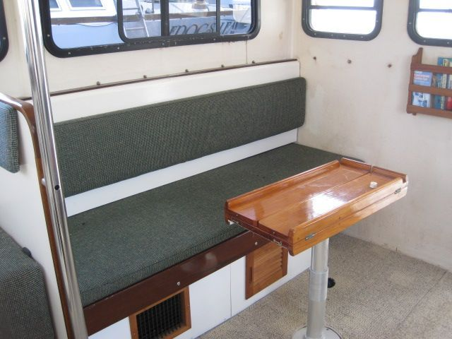 Pilothouse settee stbd