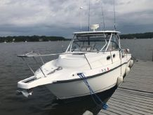 2005 Boston Whaler Conquest 305
