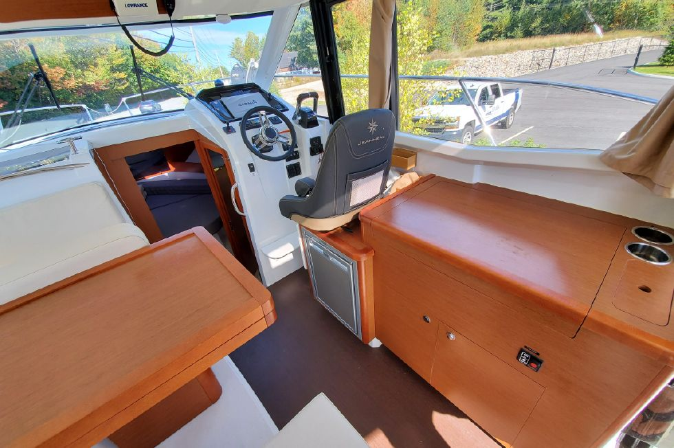 2017 Jeanneau Merry Fisher 855 Offshore