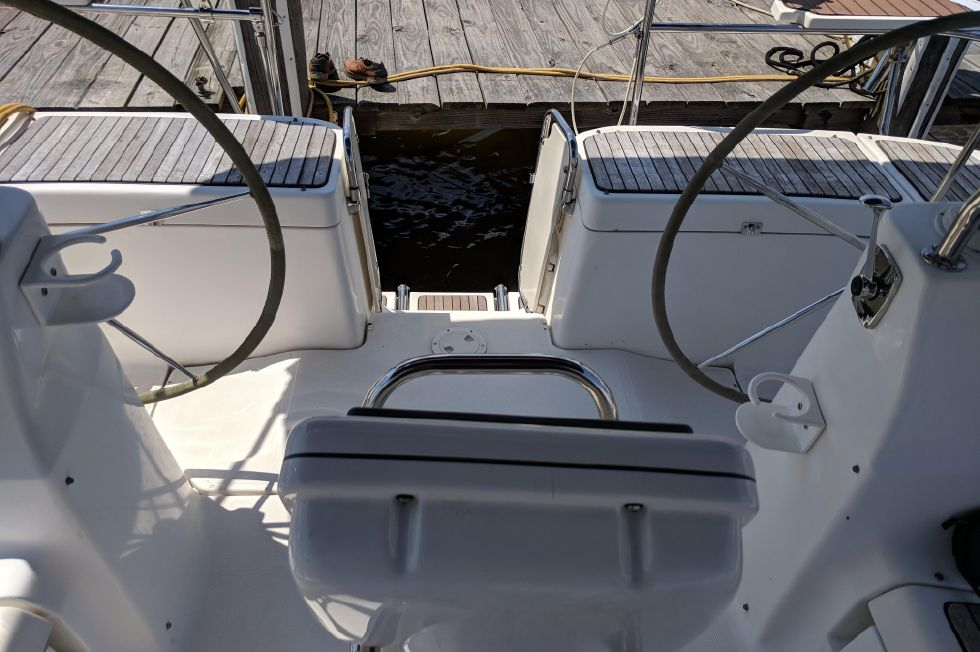 2008 Hunter 45 Deck Salon