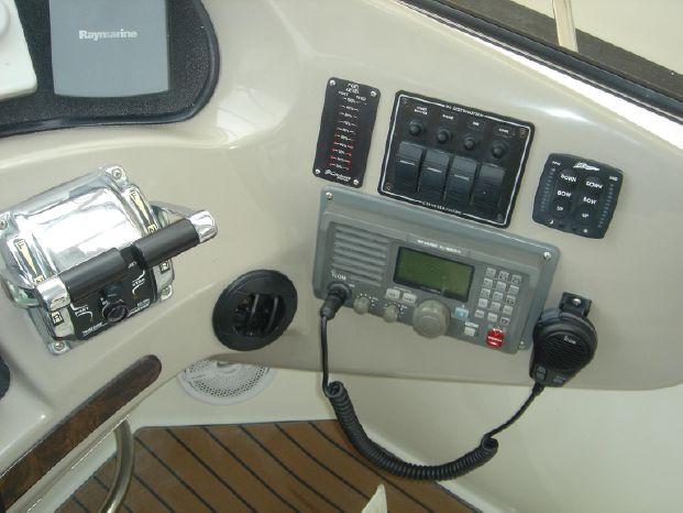2003 Cruisers Yachts Broker Broker