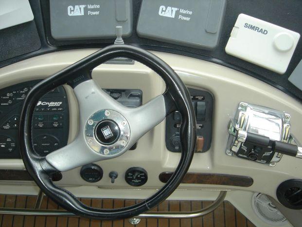 2003 Cruisers Yachts Broker Sell