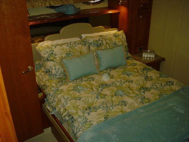 2003 Cruisers Yachts Brokerage Broker
