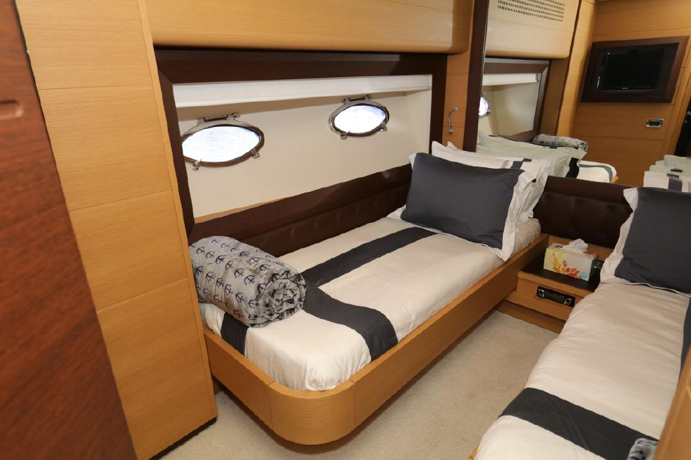 2009 Pershing 72 - Quest Stateroom