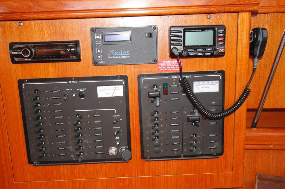 Hunter 386 AC/DC Control Panel