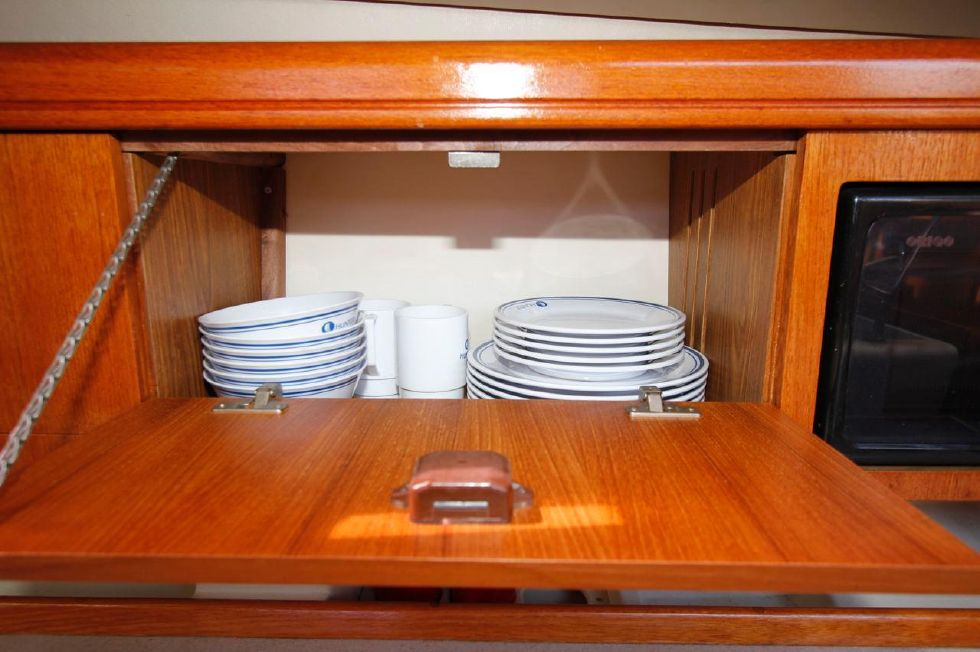 Hunter 386 Galley Storage w/Hunter Plates