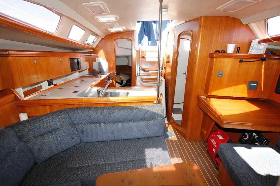 Hunter 386 Looking Aft