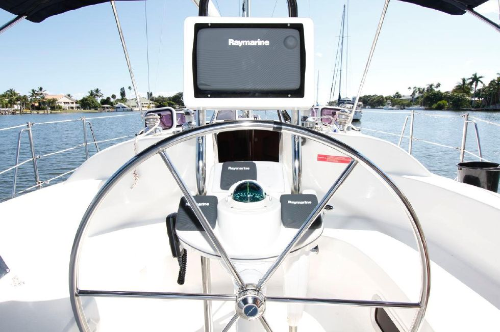 Hunter 386 Helm w/New Electronics