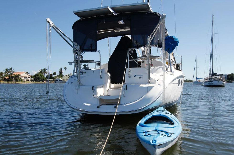 Hunter 386 Walk Thru Transom