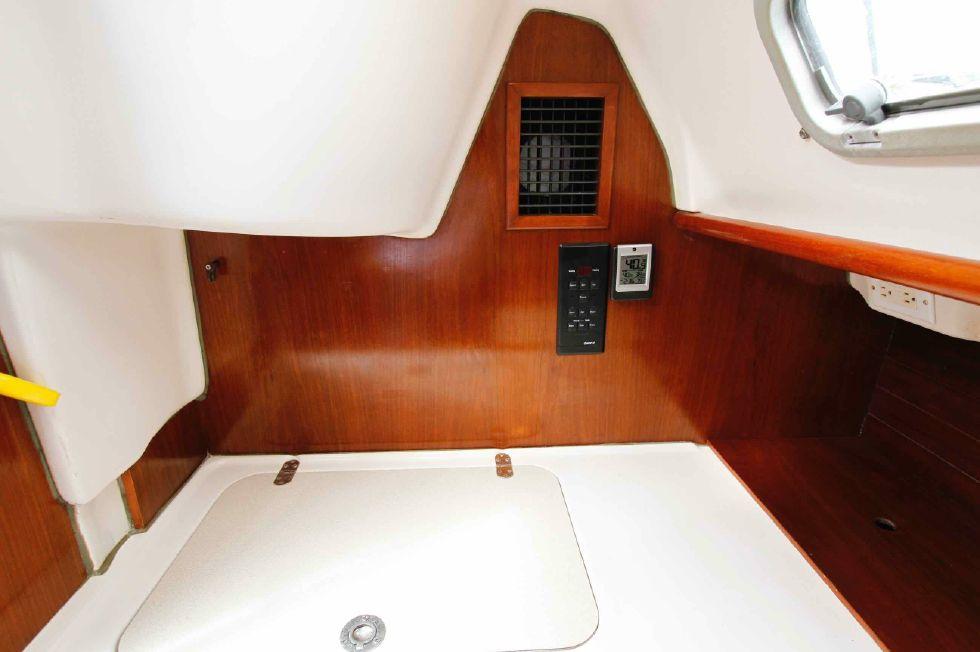 Beneteau Oceanis 321 AC Wired, Plumbed, Needs Unit