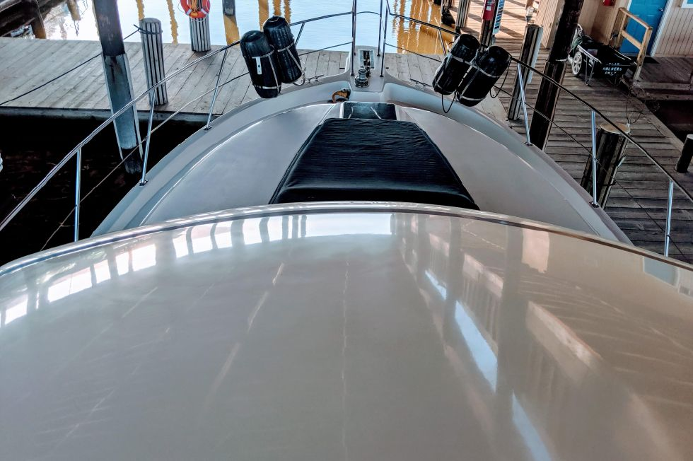 1994 Carver 440 Aft Cabin Motor Yacht - Foredeck View
