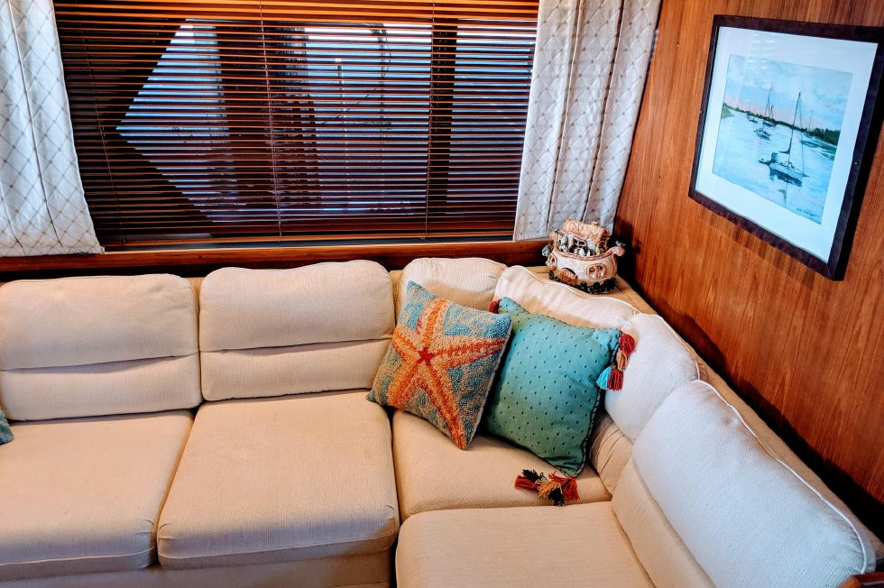 1994 Carver 440 Aft Cabin Motor Yacht - Saloon